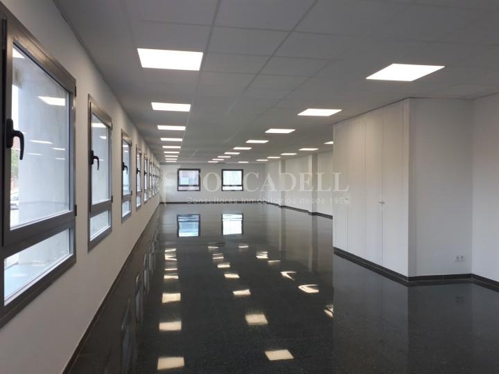 Nau industrial en venda o lloguer d'3.247,45 m² - Sant Joan Despi, Barcelona #6