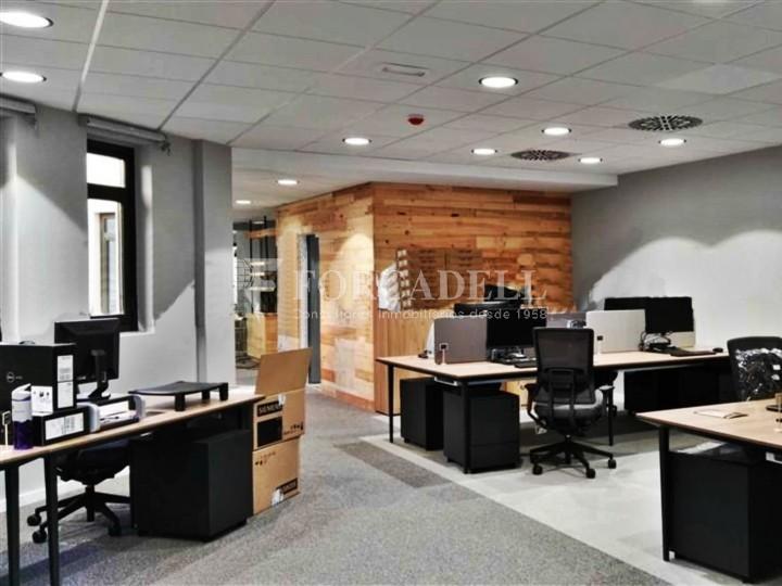 Oficina amb vistes panoràmiques i lluminosa. Centre Barcelona.  #2