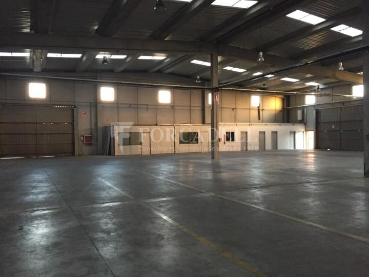 Nave industrial en alquiler de 2.048 m² - Riells i Viabre, Barcelona 3