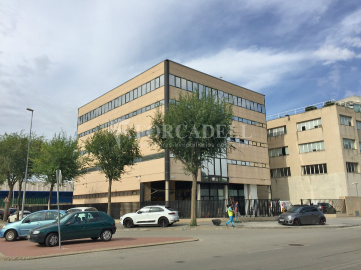 Edifici corporatiu en  lloguer de 2.708 m² - Hospitalet de Llobregat., Barcelona  1