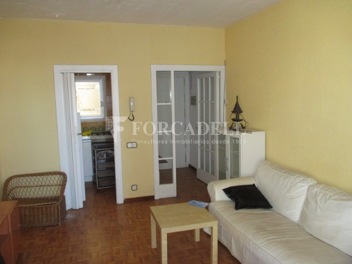 Apartamento Sin Muebles Con Terraza En C Viladomat De