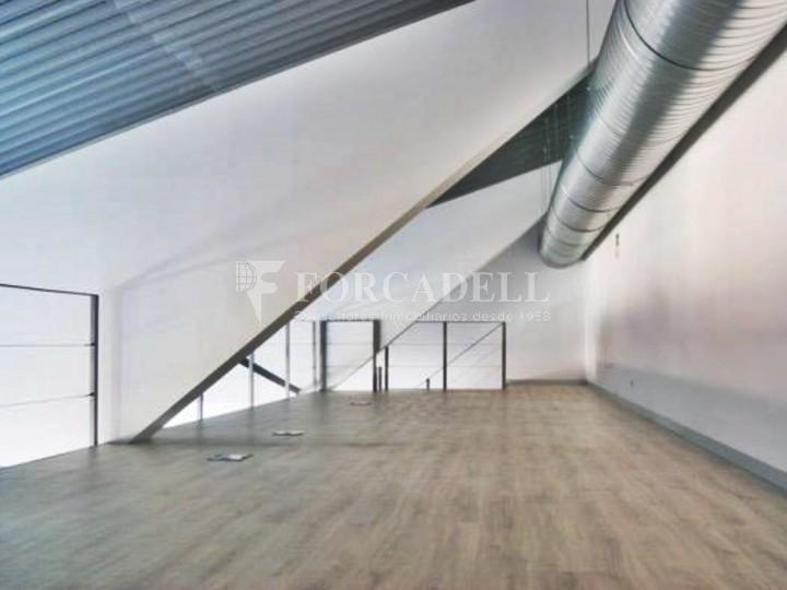 Oficina lluminosa al Pol Ctra del Mig. Hospitalet de Llobregat. #9
