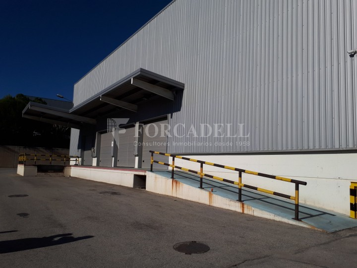 Nau logistica - industrial de lloguer de 3.330 m² - Sant Esteve Sesrovires, Barcelona #1