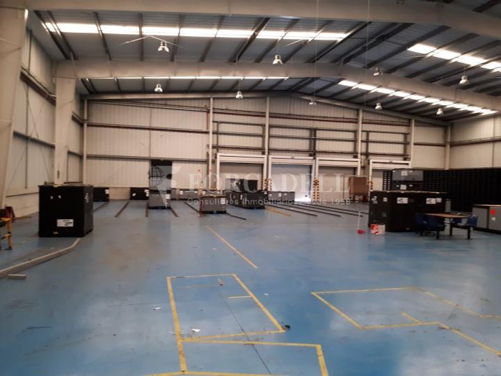 Nau logistica - industrial de lloguer de 3.330 m² - Sant Esteve Sesrovires, Barcelona #3