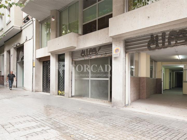 Local comercial situat al districte de Sant Martí, al barri de Parc i la Llacuna. Barcelona. 1