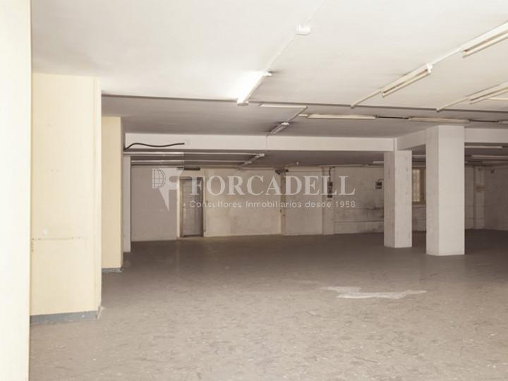 Local comercial situat al districte de Sant Martí, al barri de Parc i la Llacuna. Barcelona. 4