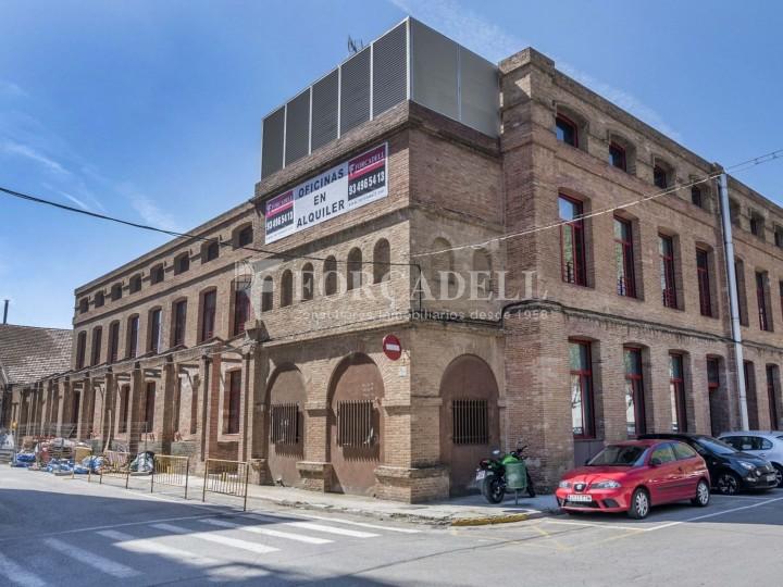 Edifici d'oficines a la Colonia Güell. Santa Coloma de Cervelló. #1
