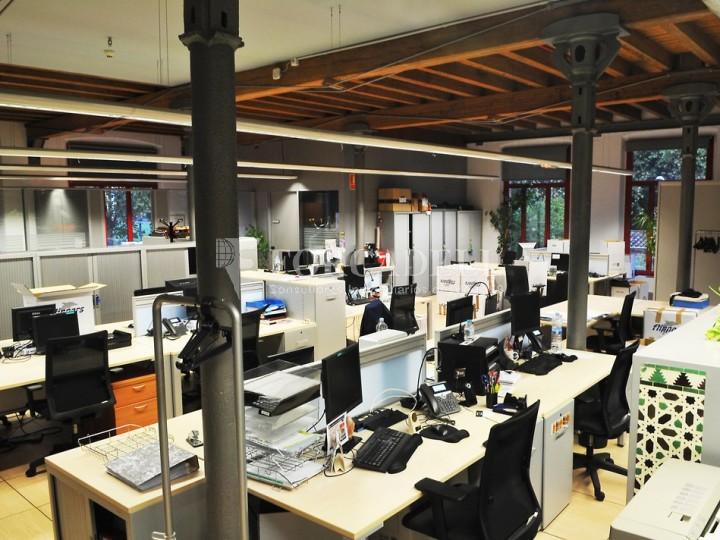 Edifici d'oficines a la Colonia Güell. Santa Coloma de Cervelló.  #4