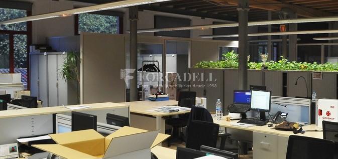 Edifici d'oficines a la Colonia Güell. Santa Coloma de Cervelló.  #5