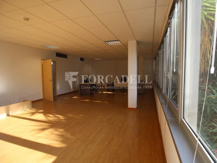 Oficina lluminosa per llogar a  Sant Just Desvern. C. Narcís Monturiol. #6