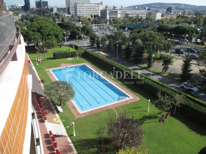 Piso de alquiler con piscina y aparcamiento en av for Casas con piscina barcelona alquiler