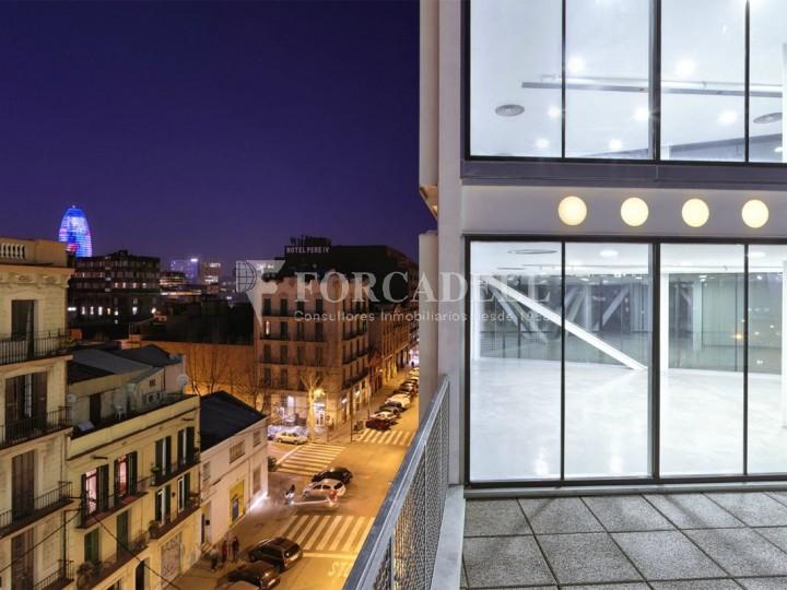 Oficina exterior i lluminosa en lloguer al districte de 22@. Barcelona. 2