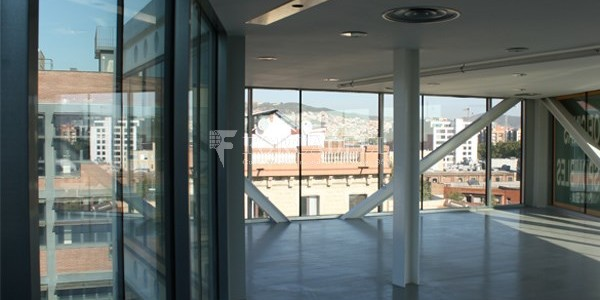 Oficina exterior i lluminosa en lloguer al districte de 22@. Barcelona. 3