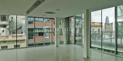 Oficina exterior i lluminosa en lloguer al districte de 22@. Barcelona. 4