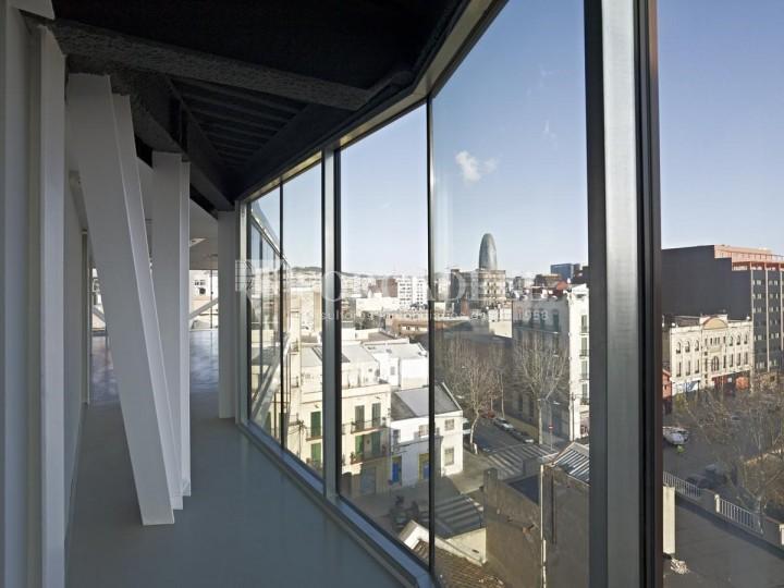 Oficina exterior i lluminosa en lloguer al districte de 22@. Barcelona. 5