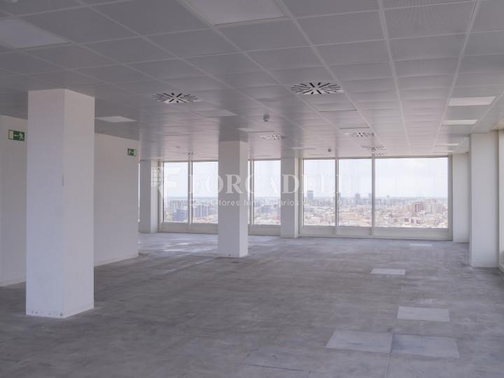 Oficina en alquiler próxima a la estación de Sants. C. Tarragona 7