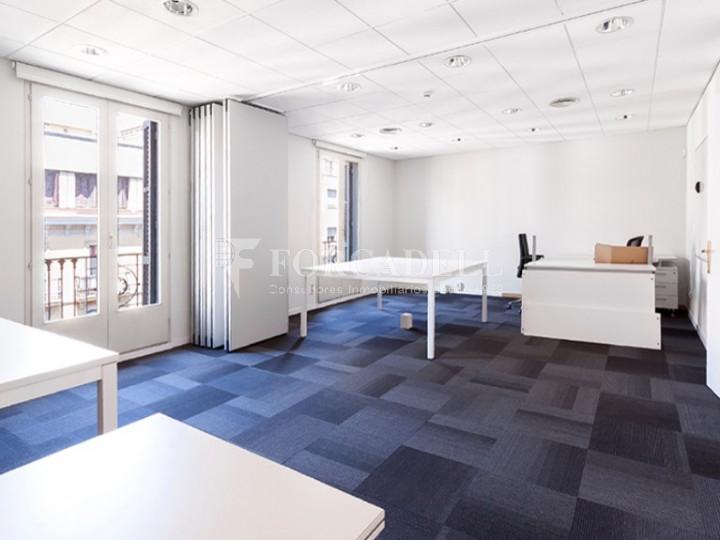 Oficina exterior, reformada en edifici modernista. C. Diputació. Barcelona #2