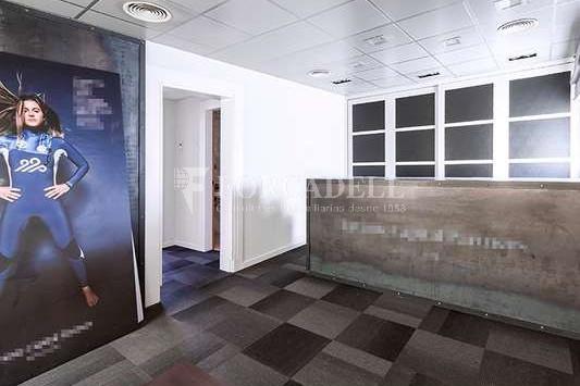 Oficina exterior, reformada en edifici modernista. C. Diputació. Barcelona #3