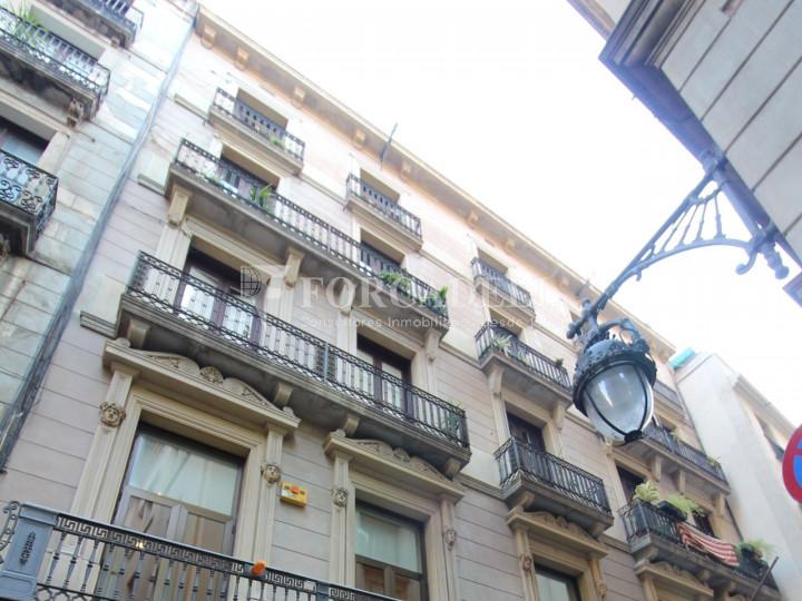 Oficina exterior amb terrassa. Centre de Barcelona. C. Ciutat. #11