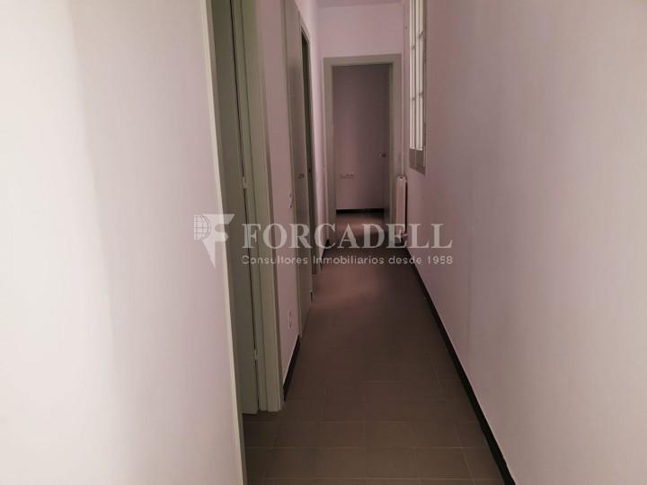 Piso de alquiler reformado de tres dormitorios junto Pl. Sant Jaume  de Barcelona. 11