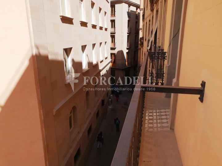Piso de alquiler reformado de tres dormitorios junto Pl. Sant Jaume  de Barcelona. 13