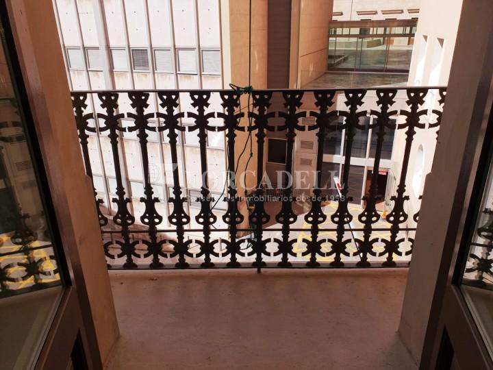 Piso de alquiler reformado de tres dormitorios junto Pl. Sant Jaume  de Barcelona. 15