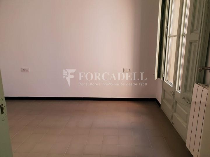 Piso de alquiler reformado de tres dormitorios junto Pl. Sant Jaume  de Barcelona. 18