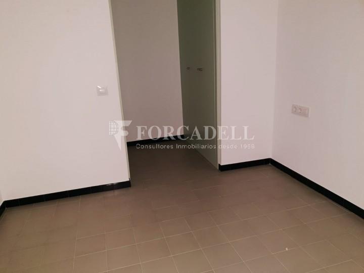 Piso de alquiler reformado de tres dormitorios junto Pl. Sant Jaume  de Barcelona. 3
