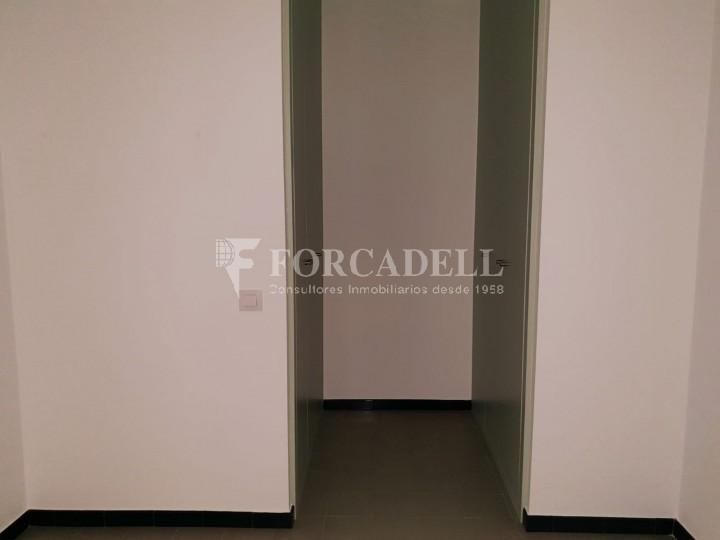 Piso de alquiler reformado de tres dormitorios junto Pl. Sant Jaume  de Barcelona. 5