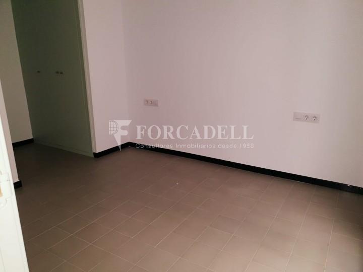 Piso de alquiler reformado de tres dormitorios junto Pl. Sant Jaume  de Barcelona. 6