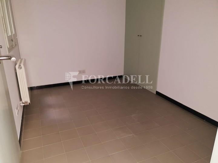 Piso de alquiler reformado de tres dormitorios junto Pl. Sant Jaume  de Barcelona. 7