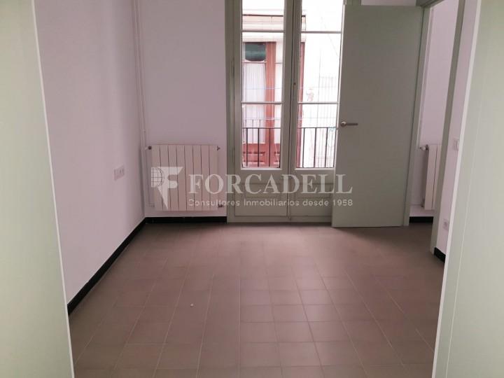 Piso de alquiler reformado de tres dormitorios junto Pl. Sant Jaume  de Barcelona. 8