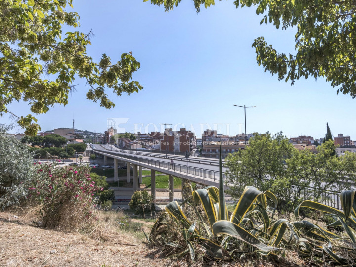 Local comercial en venda i lloguer a Badalona. Barcelona. 25