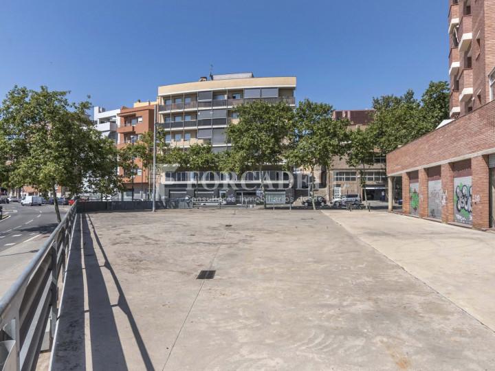 Local comercial en venda i lloguer a Badalona. Barcelona. 26