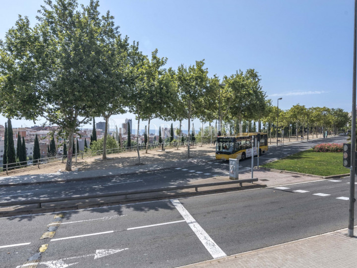 Local comercial en venda i lloguer a Badalona. Barcelona. 27