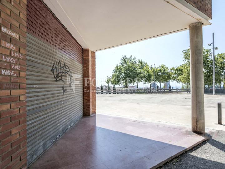 Local comercial en venda i lloguer a Badalona. Barcelona. 32