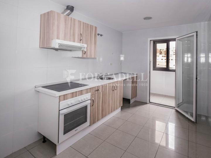 Habitatge en lloguer de tres habitacions a Sevilla. 18