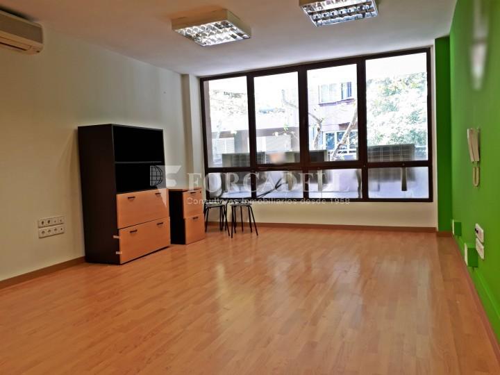 Oficina disponible en lloguer, situada al carrer Paris. Barcelona. #1