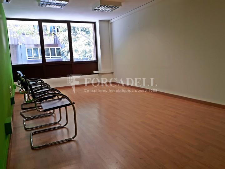 Oficina disponible en lloguer, situada al carrer Paris. Barcelona. #4