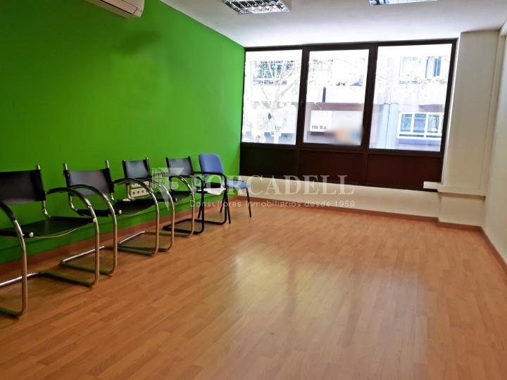 Oficina disponible en lloguer, situada al carrer Paris. Barcelona. #8