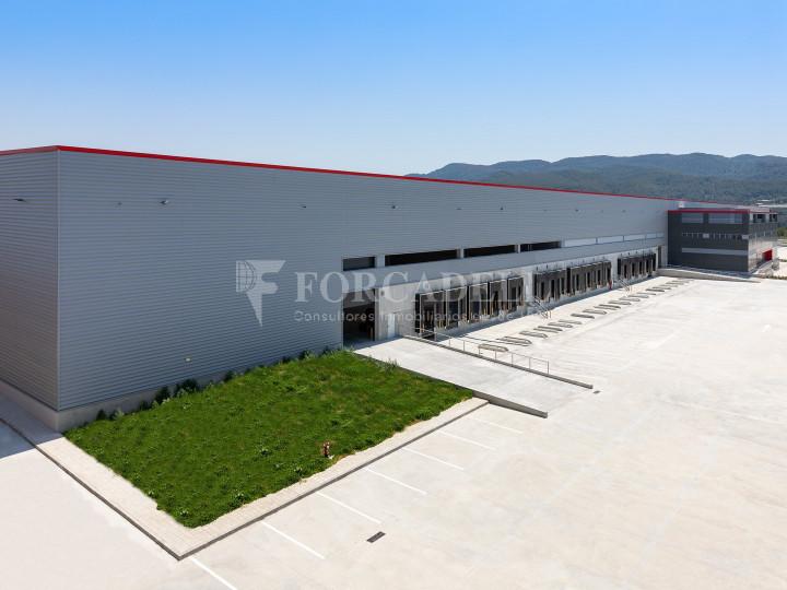 Nave logística en alquiler de 21.419 m² - Sant Esteve Sesrovires, Barcelona #1