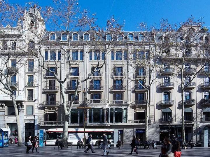 Oficina disponible en lloguer situada a la Rambla. Barcelona. #1