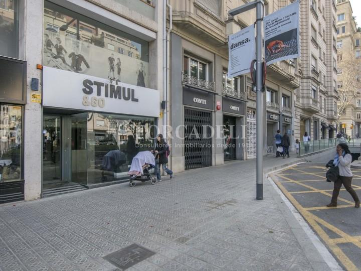 Local comercial situat a l'Avinguda Pau Casals a pocs metres de la plaça Francesc Macià. Barcelona. #31