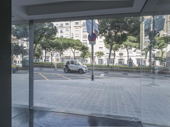 Local comercial situado en la Avenida Pau Casals a pocos metros de la plaza Francesc Macià. Barcelona. 7
