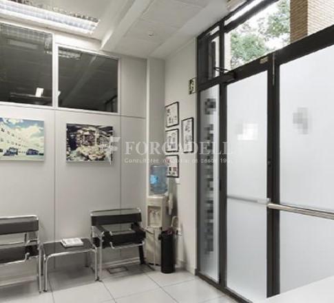Oficina amb entrada directa a peu de carrer situada al barri del Poblenou. Barcelona. 6