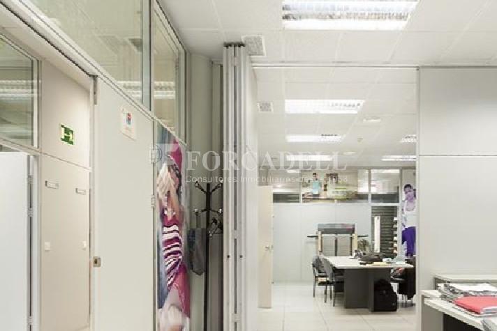 Oficina amb entrada directa a peu de carrer situada al barri del Poblenou. Barcelona. 7