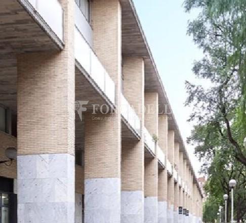 Oficina amb entrada directa a peu de carrer situada al barri del Poblenou. Barcelona. 8