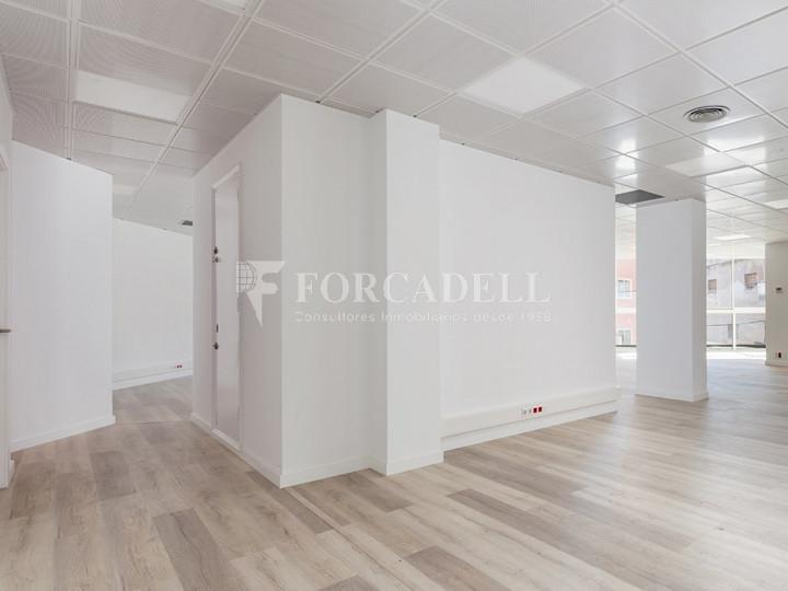 Oficina reformada situada en ple Pg. Maragall. Barcelona. #4