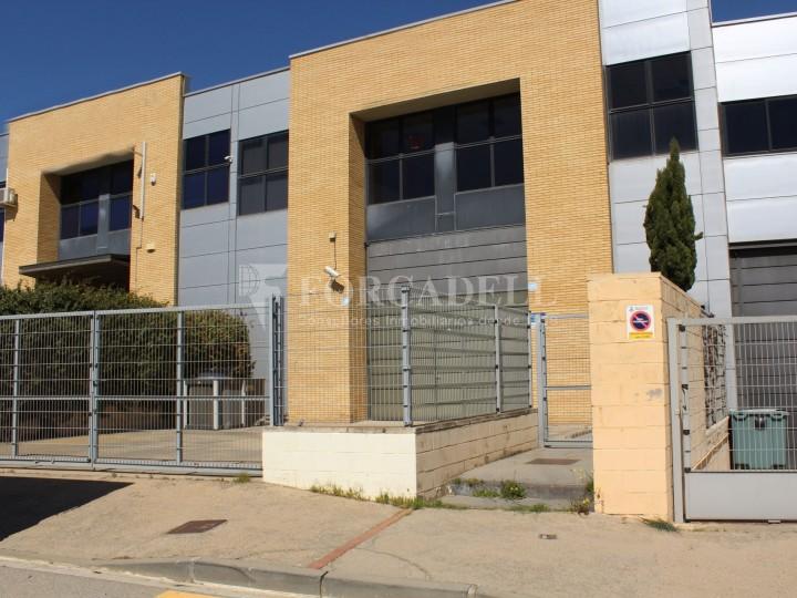 Nave industrial en alquiler de 716 m² - Ripollet, Barcelona.  #1