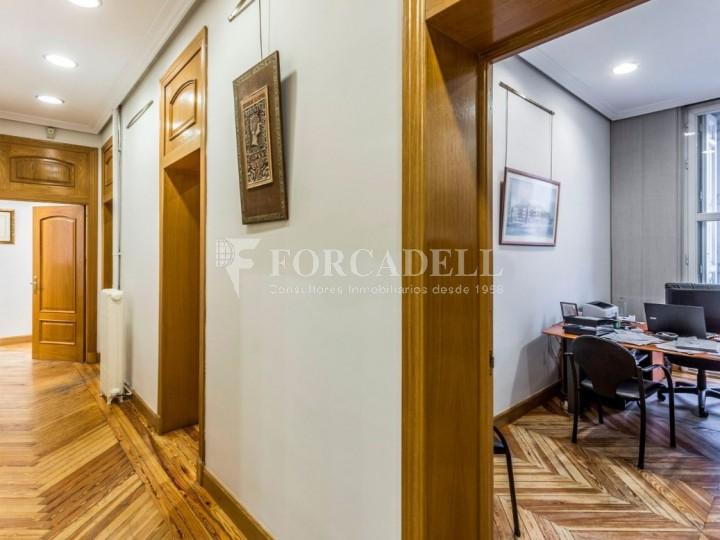 Oficina en lloguer al costat de la Puerta de Alcalá. Madrid 5